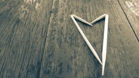 Corazón blanco en la tabla negra Imagen de archivo libre de regalías