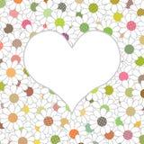 Corazón blanco en un fondo hermoso con las flores multicoloras Foto de archivo libre de regalías