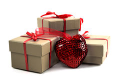 Corazón cerca de una caja Fotografía de archivo libre de regalías