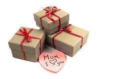 Corazón cerca de una caja Fotos de archivo libres de regalías