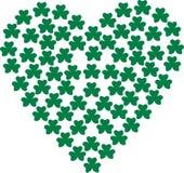 Corazón compuesto con los tréboles - fondo stock de ilustración