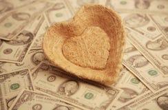 Corazón con el fondo del dinero Imagen de archivo