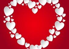 Corazón con endecha plana del espacio de la copia con los corazones blancos del papel del vector en fondo rojo Imagen de archivo libre de regalías