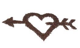 Corazón con la flecha de los granos de café. fotografía de archivo libre de regalías