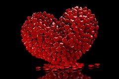 corazón 3D compuesto de pequeños corazones en un fondo negro ilustración del vector