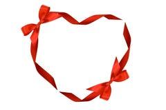 Corazón de cintas y de arqueamientos rojos Imagen de archivo libre de regalías