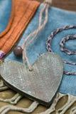 Corazón de de madera en country-style Imagen de archivo libre de regalías