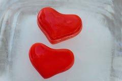 Corazón de dos rojos del hielo Foto de archivo libre de regalías