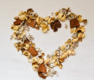 Corazón de elementos del diseño en un fondo blanco, visión plana desde arriba Fotos de archivo libres de regalías