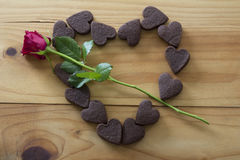 Corazón de galletas con Rose Imagen de archivo libre de regalías