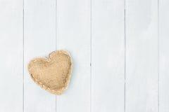 Corazón de la arpillera del día de tarjeta del día de San Valentín del St Foto de archivo libre de regalías