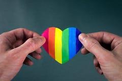 Corazón de la bandera de LGBT imagen de archivo