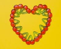 Corazón de la cereza de la tarjeta del día de San Valentín Imágenes de archivo libres de regalías