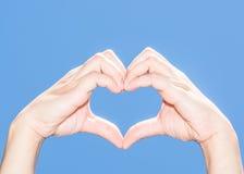 Corazón de la mano Fotos de archivo