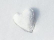 Corazón de la nieve. Imagen de archivo libre de regalías