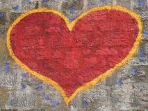 Corazón de la pintada en la pared Fotografía de archivo