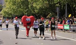 Corazón de la raza de la corrida del maratón Fotos de archivo