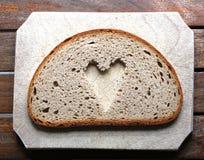 Corazón de la rebanada del pan Foto de archivo