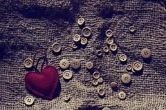 Corazón de la tarjeta del día de San Valentín de las materias textiles fotografía de archivo