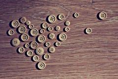 Corazón de la tarjeta del día de San Valentín de los botones Foto de archivo