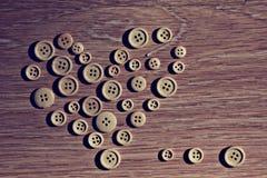 Corazón de la tarjeta del día de San Valentín de los botones Fotos de archivo libres de regalías