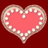 Corazón de la tarjeta del día de San Valentín en una torta helada rosada Fotografía de archivo
