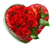 Corazón de la tarjeta del día de San Valentín hecho de rosas y de fresas fotos de archivo libres de regalías