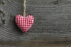 Corazón de la tela de la guinga de la decoración de la Feliz Navidad Fotos de archivo