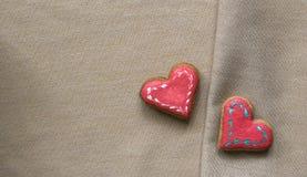 Corazón de las galletas del amor en servilleta Concepto de la tarjeta del día de tarjetas del día de San Valentín Foto de archivo