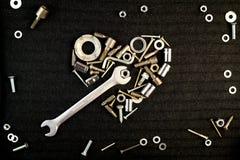 Corazón de las herramientas y de las nueces del tornillo Imagenes de archivo