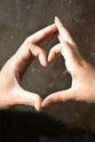 Corazón de las manos Fotos de archivo
