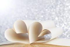 Corazón de las páginas del libro Imagenes de archivo