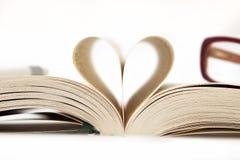 Corazón de las paginaciones del libro Fotos de archivo libres de regalías