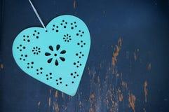 Corazón de las tarjetas del día de San Valentín en fondo envejecido Imagen de archivo libre de regalías