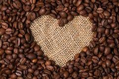 Corazón de los granos de café Primer imágenes de archivo libres de regalías