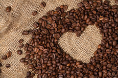 Corazón de los granos de café Primer fotos de archivo