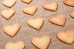 Corazón de los pasteles cortos cocidos Fotografía de archivo libre de regalías