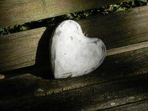 Corazón de madera blanco Imágenes de archivo libres de regalías