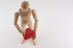Corazón de madera del maniquí y del caramelo Fotos de archivo libres de regalías