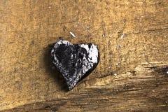 Corazón de madera quemado del amor de la tea Fotografía de archivo libre de regalías
