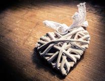 Corazón de mimbre de madera foto de archivo libre de regalías