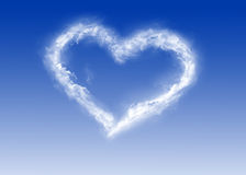 Corazón de nubes - día de tarjeta del día de San Valentín - amor Fotografía de archivo