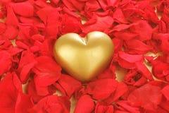 Corazón de oro Imagen de archivo libre de regalías