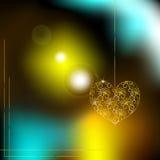 Corazón de oro en un fondo de luces borrosas Imagen de archivo libre de regalías