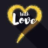 Corazón de oro a mano con brillo Con el cartel del amor para sus amados Polvo brillante, la forma del corazón en negro Fotos de archivo