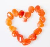 Corazón de piedras preciosas semi. Sobre blanco Fotografía de archivo