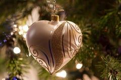 Corazón de plata de la Navidad Fotografía de archivo