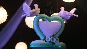 Corazón decorativo con las bolas luminosas chinas almacen de video