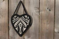 Corazón decorativo en fondo de madera Fotografía de archivo libre de regalías
