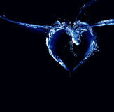 Corazón del agua negra y azul Fotografía de archivo libre de regalías